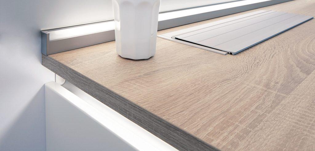 Jak zamontować profil LED pod szafkowy?